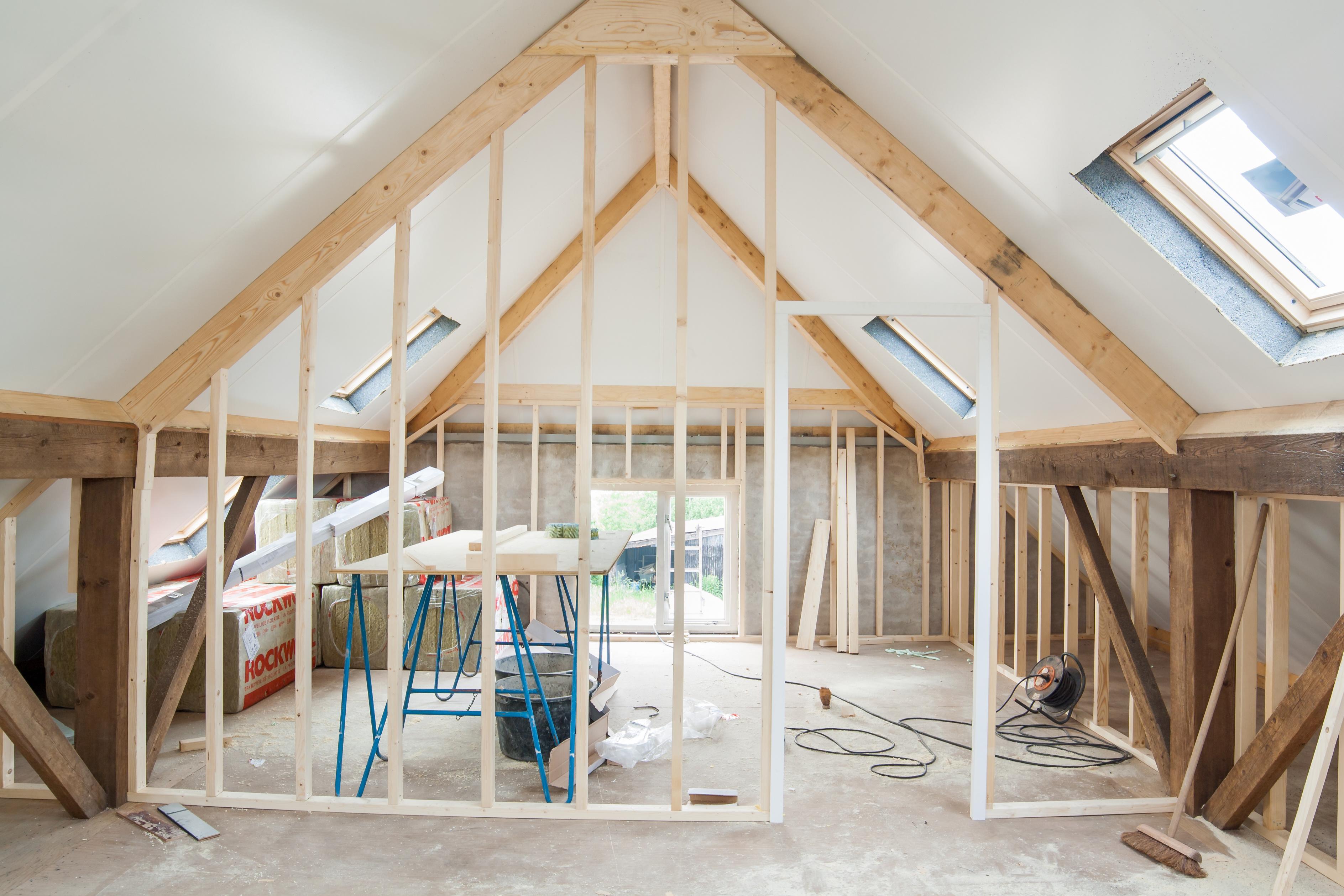 Nedrivning eller renovering af hus? Få svaret her!